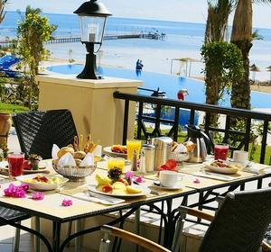 Restaurant mit Meerblick im Club Kalawy - MAGIC LIFE.com