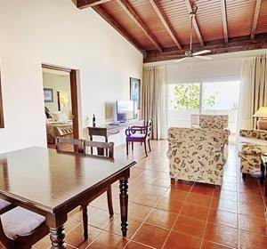 Club Fuerteventura Wohnbereich mit Sofas - MAGIC LIFE.com