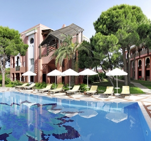 Club Belek Pool und Liegen - MAGIC LIFE.com