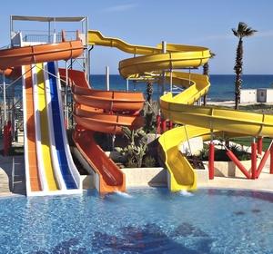 Club Africana Pool mit Wasserrutschen - MAGIC LIFE.com