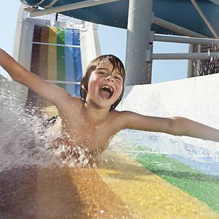 Kind Wasserrutsche Freude MAGIC LIFE.com