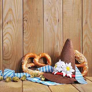 Bei Lebkuchenherzen, Brezeln und typischen bayrischen Hüten denkt jeder sofort ans Oktoberfest.