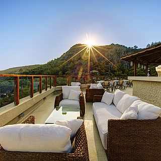 Restaurant mit Lounge auf der Terrasse