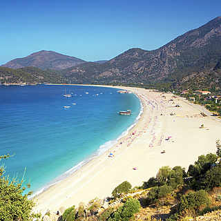 Weißer Sandstrand an der Türkischen Riviera