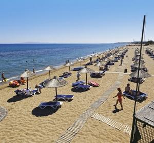 Club Candia Maris schöner Sandstrand mit Sportmöglichkeiten - MAGIC LIFE.com