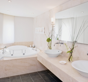 Club Candia Maris Badezimmer mit Jacuzzi in der Presidential Suite - MAGIC LIFE.com