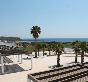 Club Plimmiri Außenanlage mit Bucht - MAGIC LIFE.com