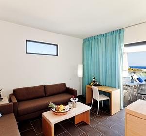 Wohnraum in der Suite im Club Plimmiri - MAGIC LIFE.com