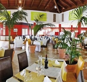 Club Fuerteventura Festlich gedeckte Tische im Restaurant - MAGIC LIFE.com