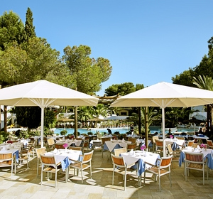 Club cala Pada Restaurant am Pool MAGIC LIFE.com