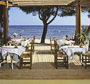 Club Cala Pada Restaurant am Strand MAGIC LIFE.com