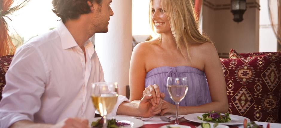 GEMEINSAM GENIEßEN - Bei romantischen Abendessen, serviert an Zweiertischen